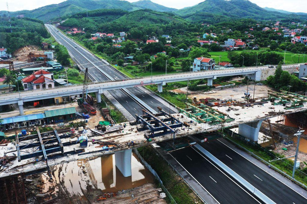 Cầu vượt cao tốc Hạ Long – Vân Đồn đã xong các hạng mục kết cấu chính.