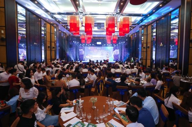 Sự kiện thu hút hơn 300 khách hàng, đơn vị truyền thông và các đối tác chiến lược tới tham dự.